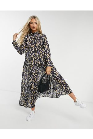 Monki – Collina – Mittellanges Hängerkleid mit Print in Blau