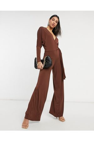 ASOS – Figurbetonter Jumpsuit in mit Wickeldesign und Fledermausärmeln