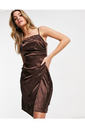 Jaded Rose – Asymmetrisches Midaxi-Wickelkleid aus Satin in Schokoladenbraun