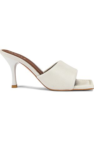 ALOHAS Puffy Mule in . Size 37, 38, 39.