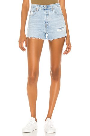 Levi's Ribcage Short in . Size 24, 25, 26, 27, 28, 29, 30, 31, 32.
