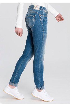 Herrlicher Slim-fit-Jeans »PIPER SLIM« mit figurstreckendem Beinverlauf