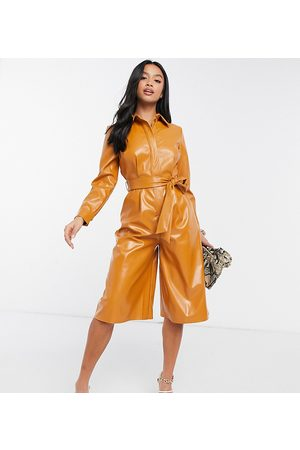 ASOS ASOS DESIGN Petite – PU-Playsuit in Caramel