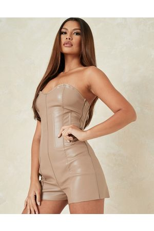 Missguided – Kunstleder-Playsuit mit Korsettdetail in Mauve, Kombiteil
