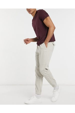 New Look – Utility-Jogginghose aus Cord in Stein