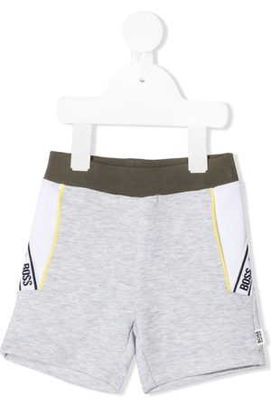 HUGO BOSS Shorts mit Logo-Streifen
