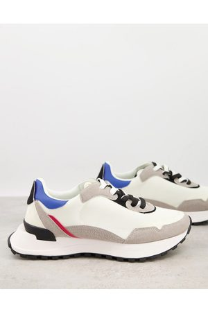 ASOS – Sneaker aus Materialmix mit Funktionssohle