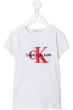 Calvin Klein Mädchen T-Shirts, Polos & Longsleeves - T-Shirt mit aufgesticktem Monogramm