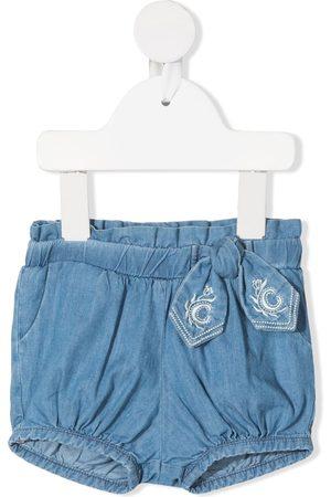 Chloé Kids Cropped - Jeans-Shorts mit Schleifendetail