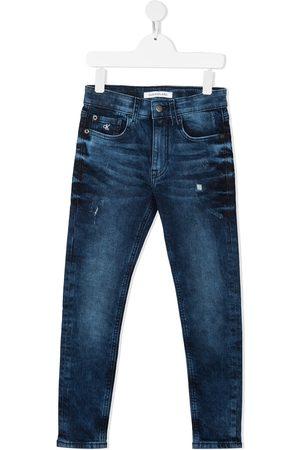 Calvin Klein Mädchen Slim - Slim-Fit-Jeans mit Tragefalten