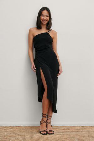Matiamu By Sofia x NA-KD Damen Trägerkleider - Recycelt Midi-Kleid Mit Geraffter Taille - Black