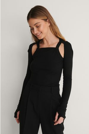 Curated Styles Geripptes Top Mit Offener Schulter - Black
