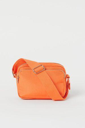 H&M Schultertasche aus Nylon
