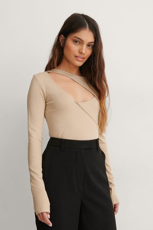 Curated Styles Top Mit Cut-Out-Details
