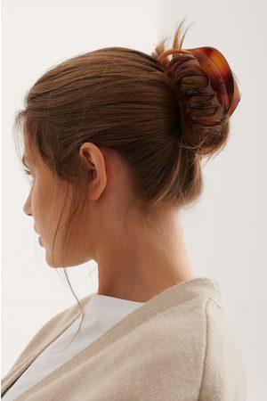 NA-KD Oversize Haarklemmen Im Naturharz-Look - Brown