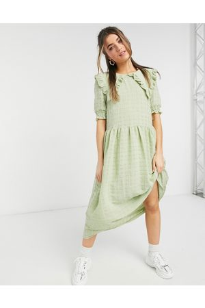 Monki – Ofelia – Midikleid in mit Details am Kragen