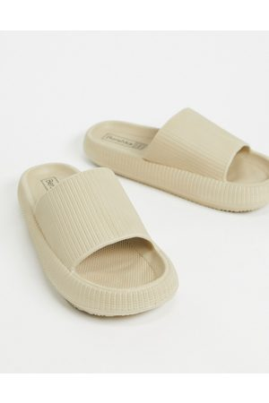 Bershka – Slider in Sand-Neutral