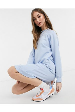 Monki – Ida – Midi-Sweatshirtkleid in
