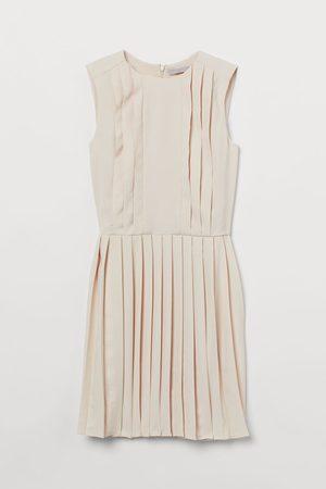 H&M Plissiertes Kleid