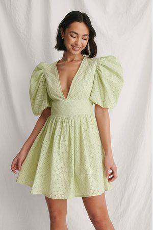 Curated Styles Kleid Mit Puffärmeln - Green