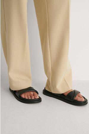 NA-KD Damen Hausschuhe - Lederpantoffeln - Black