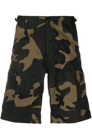 Carhartt Shorts mit Camouflage-Print