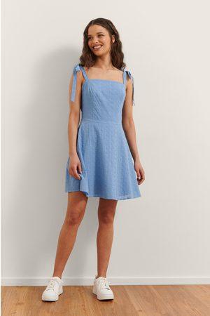 Rianne Meijer x NA-KD Damen Freizeitkleider - Besticktes Minikleid - Blue