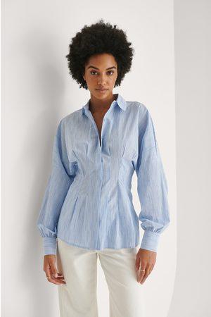 Khaoula x NA-KD Gerüschte Bluse - Blue