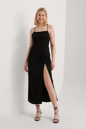 Curated Styles Kleid Mit Schlitz - Black