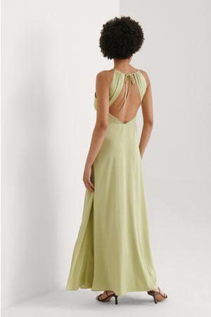 Curated Styles Kleid Mit Offenem Rücken Und Schlitz-Detail - Green