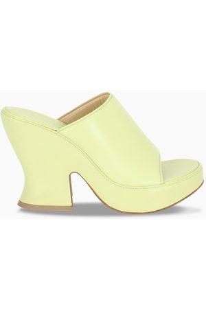 Bottega Veneta Damen Clogs & Pantoletten - Yellow wedge leather mules