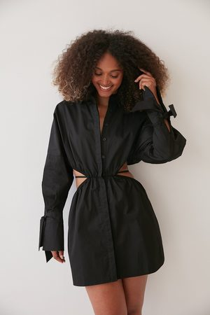 NA-KD Kleid Mit Hüftdetail - Black