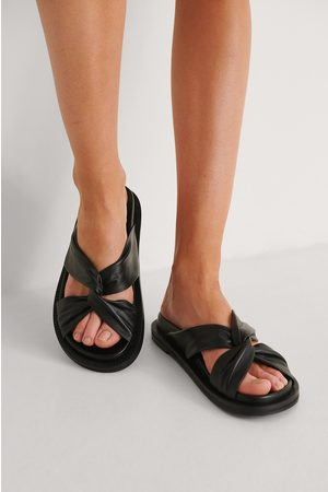 NA-KD Damen Hausschuhe - Gedreht Lederpantoffeln - Black