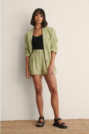 Claire Rose x NA-KD Damen Shorts - Shorts Mit Falten-Detail - Green