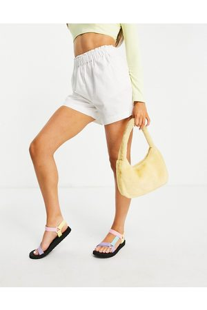 JDY – Shorts mit Paperbag-Taille in