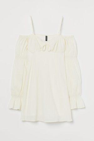 H&M Cold-Shoulder-Kleid