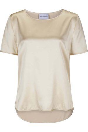 herzensangelegenheit Seiden-Blusenshirt für Damen von in Nude. Dank fließenderSeiden-Qualität überzeugt das Modell in edler Aufmachung, während.... Mehr Details bei Lodenfrey.com