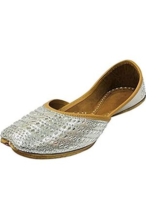 Step N Style Damen Sandalen - Brautschuhe für Damen, flachfarben, Juttis, Hochzeitsschuhe, flache Mojaris, ethnische Schuhe, Perlensandalen