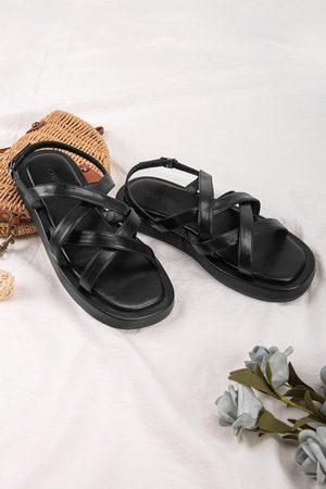 CUPSHE Damen Sandalen - Schwarze Sandalen mit gekreuzten Riemen und Schnalle