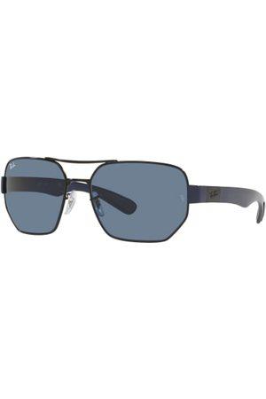 Ray-Ban Brillenform: Pilot. Label-Details an den Bügeln. Polarisierte Gläser. UV 400 Filter. Inkl. Brillenetui und Putztuch. Made in Italy. Maße bei Größe 60:- Gesamtbreite: 150 mm- Bügellänge: 135 mm- Glashöhe: 46 mm- Glasbreite: 60 mm- Stegbreite: 17 mm