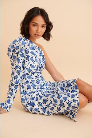 Curated Styles Recycelt Gepolstertes Einseitig Schulterfreies Kleid - Blue