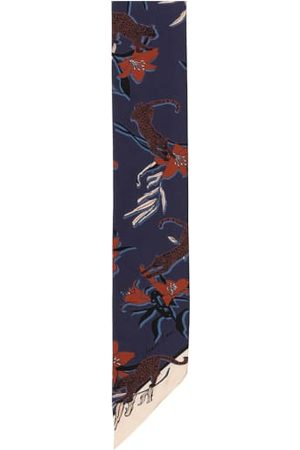 Marc Cain Leichte Webware. Doppellagige Verarbeitung. Floraler Allover-Print. Farblich kontrastierende Enden. Reine Seide. - 135 x 10 cm (L x B)