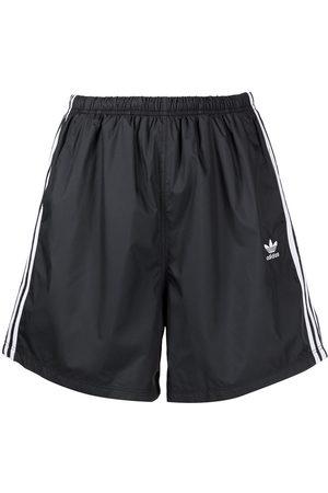 adidas Shorts mit Streifen