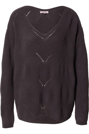 Sublevel Pullover