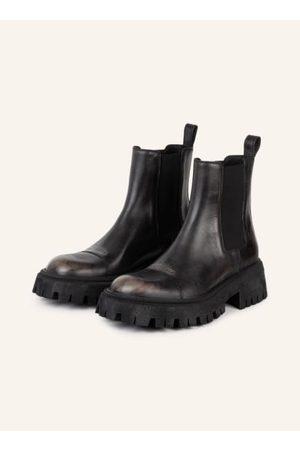 Balenciaga Herren Chelsea Boots - Glattleder in Vintage-Optik. Seitliche Stretch-Einsätze. Zuglasche am Schaft. Breite Außensohle mit Schleifspuren. Laufsohle mit starkem Profil. Geprägtes Label-Wording an der Vorderkappe. Made in Italy