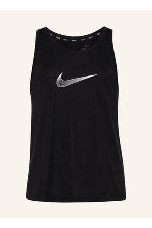 Nike Mädchen Kurze Hosen - Für Mädchen. Aus Funktionsmaterial. Passform laut Hersteller: Standard Fit. Gerader Schnitt. Stretch-Qualität. Feuchtigkeitsregulierende Dri-FIT-Technologie. Flachnähte. Rundhalsausschnitt. Verlängerte Rückenpartie. Kurze Seiten