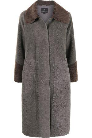 Unreal Fur Furever Chic Mantel aus Faux Shearling