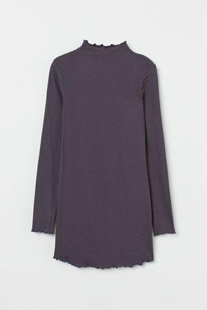 H&M MAMA Geripptes Shirt