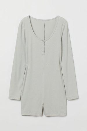 H&M Gerippter Pyjama-Playsuit