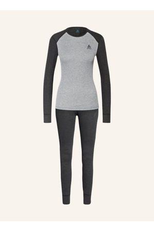 Odlo Damen T-Shirts, Polos & Longsleeves - Shirt:**. Leichtgewichtige Verarbeitung. Layer: Funktionswäsche und Baselayer. Anliegender Schnitt. Rundhalsausschnitt. Versetzte Schulternähte verhindern Rucksackdruckstellen. Bündchen an den Ärmelenden. Flachnä